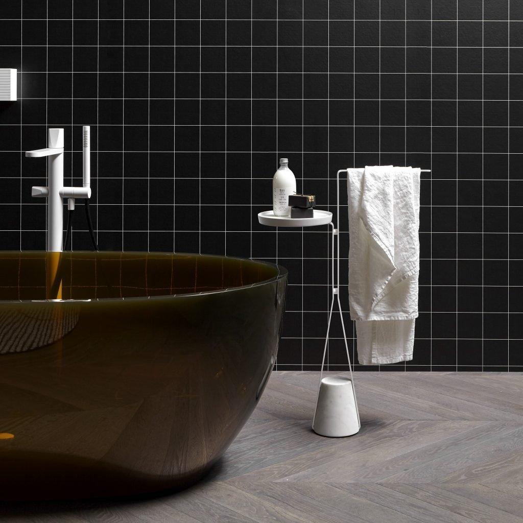 Halo , la famiglia di accessori per il bagno disengata da Calvi Brambilla per antoniolupi